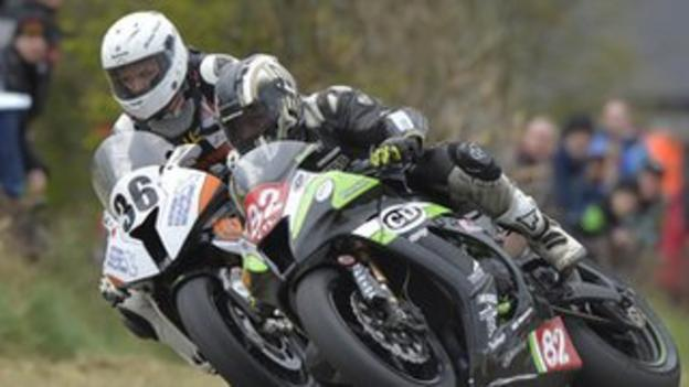 Michael Pearson and Derek Sheils dice at Tandragee