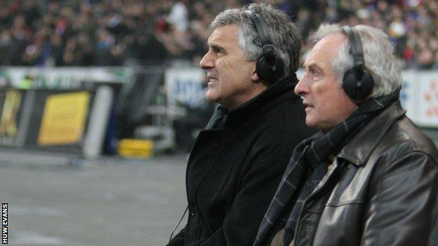 Gareth Davies (left) alongside Gareth Edwards while working as a television pundit