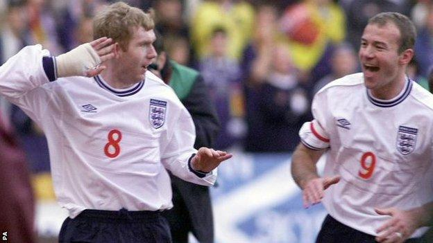 Paul Scholes celebrates with Alan Shearer after scoring at Hampden Park in the first leg of England's Euro 2000 play-off with Scotland