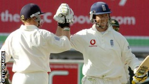 Ian Bell and Marcus Trescothick celebrate