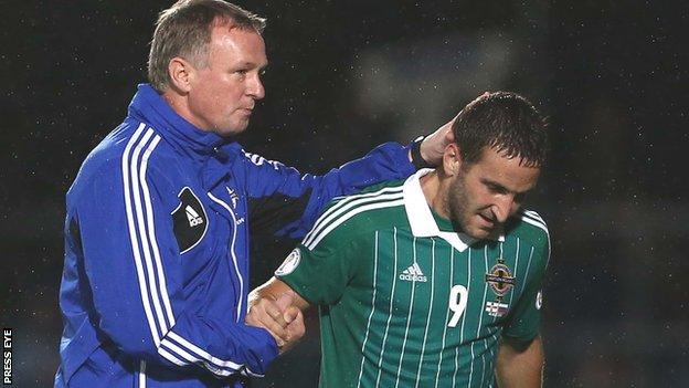 Michael O'Neill congratulates goalscorer Martin Paterson