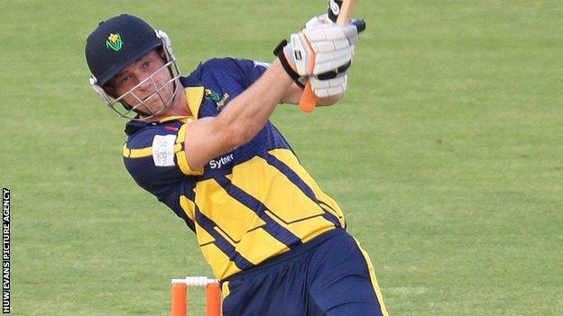 Graham Wagg hit 31 off 17 balls to see Glamorgan home