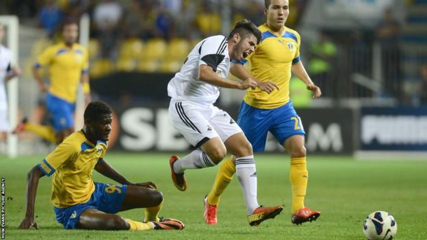 Jordi Amat is in pain as Swansea City take on Petrolul Ploeisti