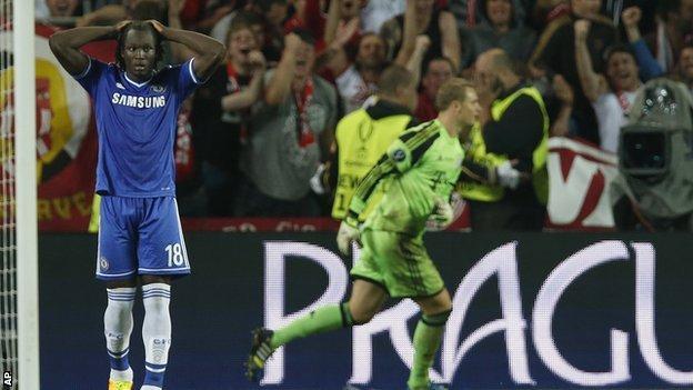 Romelu Lukaku holds his head after missing the decisive spot-kick