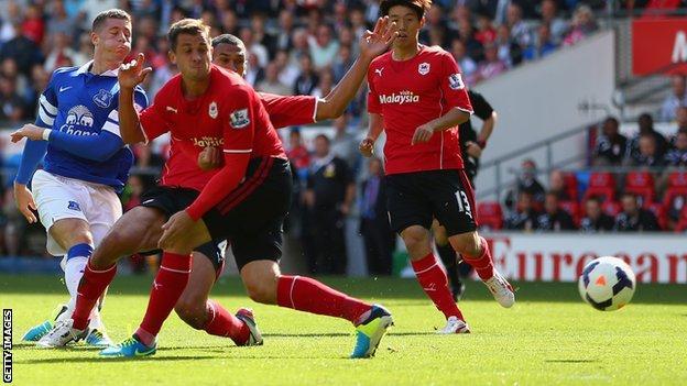 Everton's Ross Barkley shoots past Cardiff's Ben Turner and Steven Caulker