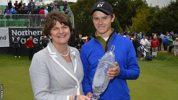 Daan Huizing receives the Northern Ireland Open trophy from Tourism Minister Arlene Foster