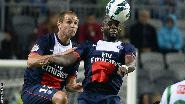 Mohamed Sissoko (right) wins a header