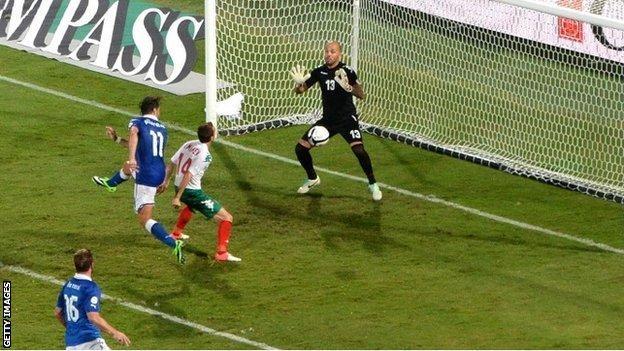 Alberto Gilardinho scores Italy's winner against Bulgaria
