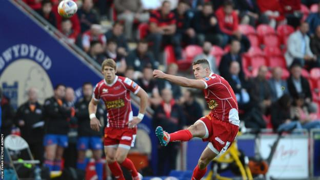 Steve Shingler contributed 14 points to Scarlets' total but the home side fell to a 19-42 defeat at home to Leinster.
