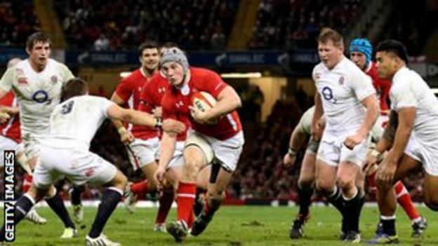 Jonathan Davies in action for Wales
