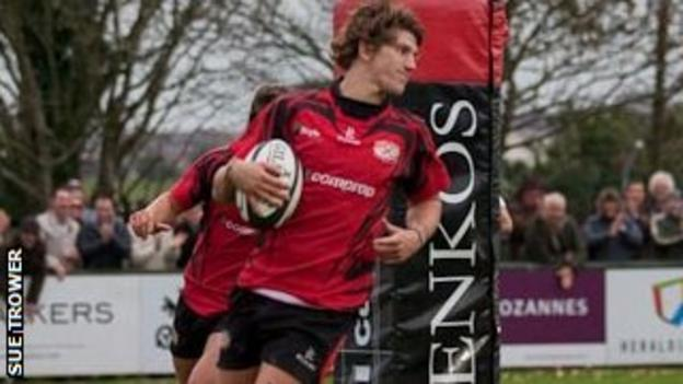 Le Bourgeois scores a try