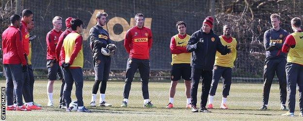 Rene Meulensteen addresses the Manchester United squad