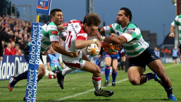 Ulster wing Michael Allen is denied a try by the combined efforts of Manoa Vosawai and Edoardo Gori