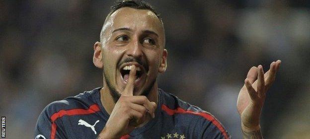 Kostas Mitroglou scores a hat-trick for Olympiakos
