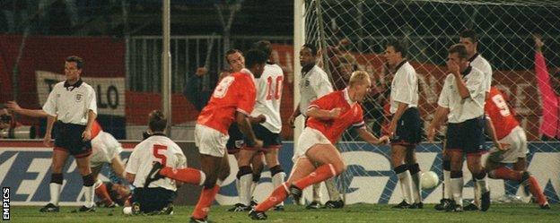 Ronald Koeman scores the free-kick
