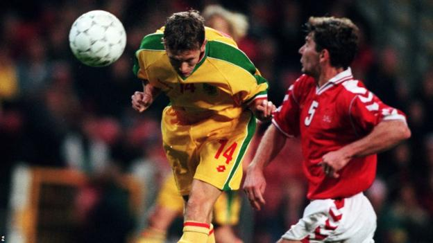 After making his international debut against Jamaica in March 1998, Bellamy marks his arrival on the international stage with the winner against Denmark in a Euro 2000 qualifier in Copenhagen