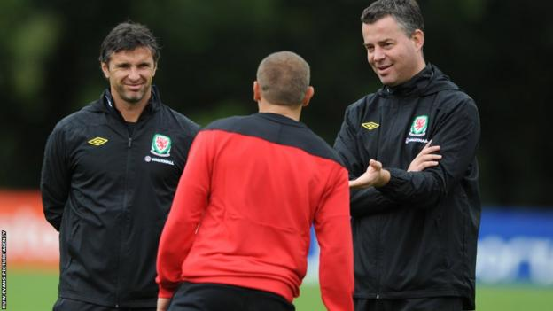 Manager Gary Speed (left) and assistant manager Raymond Verheijen chat with Bellamy during a Wales training session