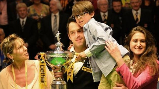 Ronnie O'Sullivan with his mother, son and sister
