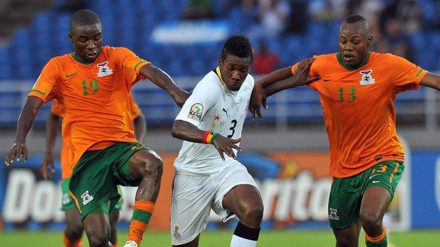 Zambian duo Nathan Sinkala and Stoppila Sunzu (orange shirts)