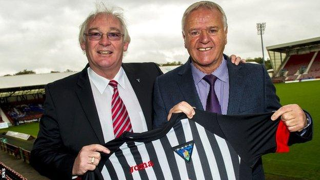 Dunfermline director Jim Leishman and manager Jim Jefferies