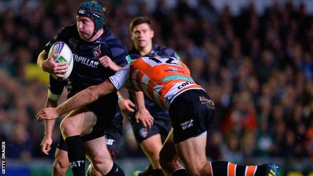 Thomas Waldrom of Tigers in action with Alberto Sgarbi of Treviso during the Heineken Cup match between Leicester Tigers and Benetton Treviso