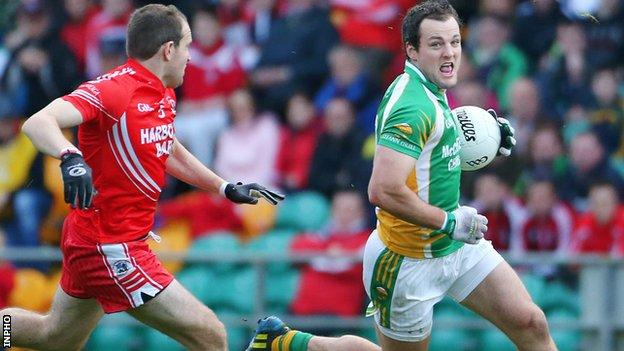 Christopher Martin of Killybegs closes down Glenswilly forward Michael Murphy