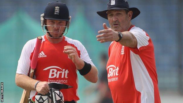 Ian Bell (left) and Graham Gooch