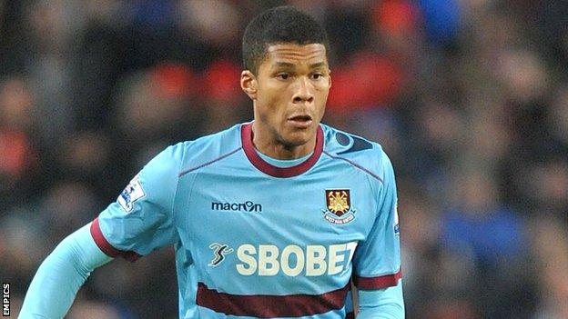 Jordan Spence playing for West Ham