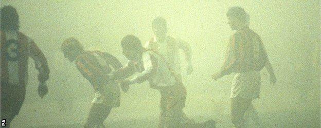 Fog obscures Red Star v AC Milan