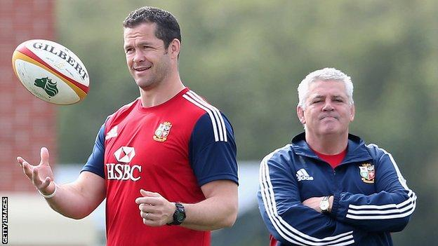 Warren Gatland and Andy Farrell overseeing a Lions training session