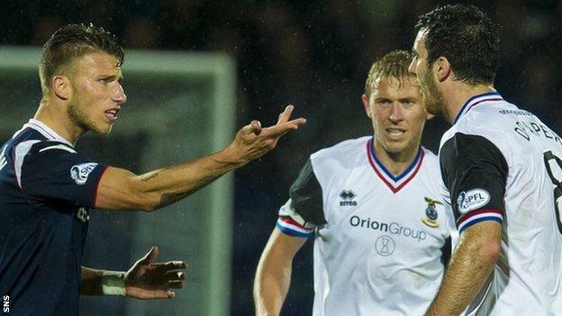 Melvin De Leeuw and Ross Draper were both booked