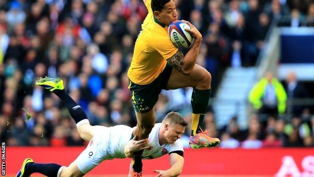Chris Ashton misses a tackle against Israel Folau
