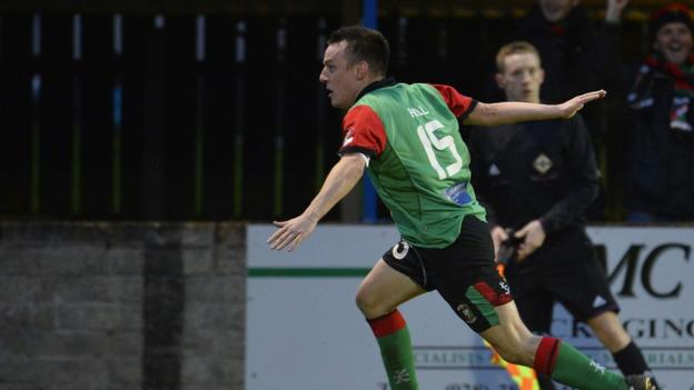 Jason Hill got his name on the scoresheet in Glentoran's 2-1 win over Dungannon Swifts