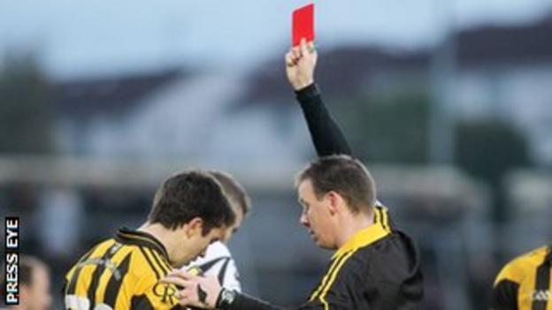 Referee Joe McQuillan red cards Stephen Kernan late in extra-time