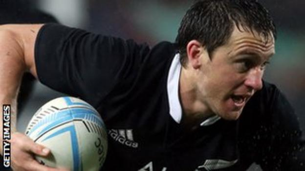 Ben Smith runs with the ball against Argentina