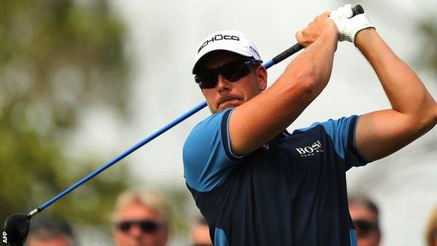 Henrik Stenson in first-round action at the World Tour Championship in Dubai