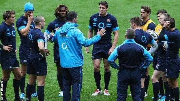 Andy Farrell talks to England's backs