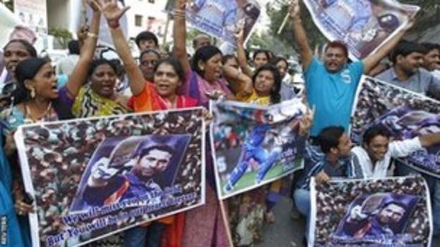 India fans celebrate the career of Sachin Tendulkar