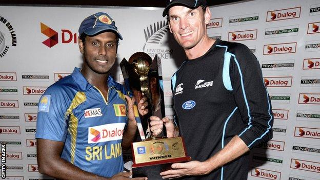 Sri Lanka captain Angelo Mathews and New Zealand skipper Kyle Mills with the one-day series trophy