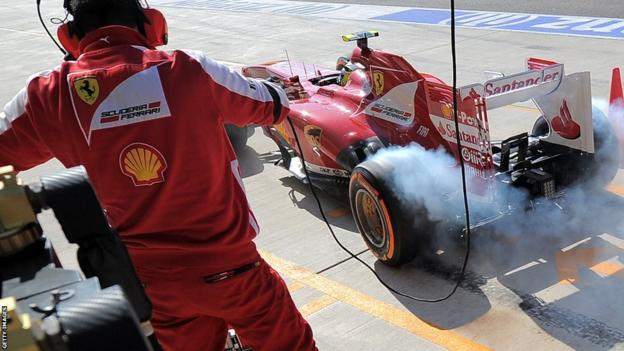 Felipe Massa accelerates out of his pit box