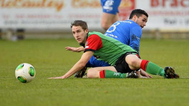 Glentoran's Johnny Addis and Stuart Hutchinson of the Mallards in action in the Irish Premiership on Saturday