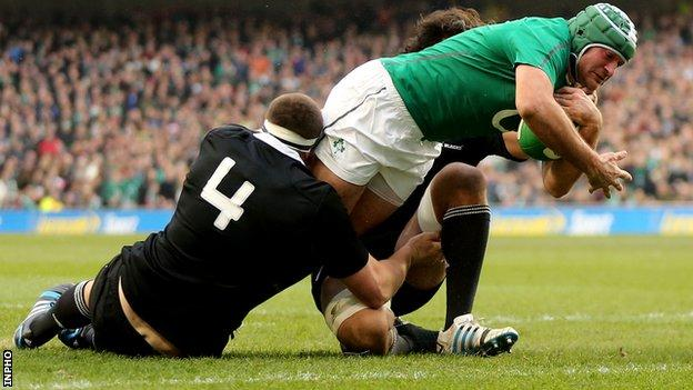 Rory Best scored Ireland's second try against the All Blacks before suffering his arm injury