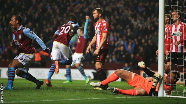 Sunderland on the their way to a 6-1 defeat by Aston Villa