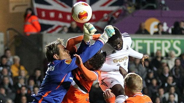 Swansea's Nathan Dyer is foiled by Valencia goalkeeper Carreira Diego Alves