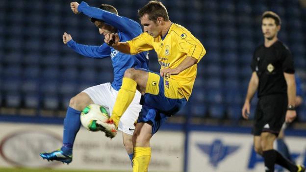 Shane McCabe of Glenavon battles for possession against Dungannon Swifts opponent Jonathan Topley