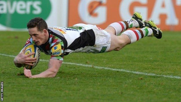 Tom Williams scores the game's opening try