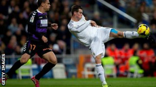 Gareth Bale playing against Real Valladolid