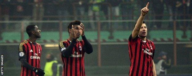 Milan players celebrate reaching the last 16
