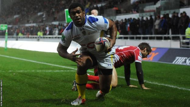 Napolioni Nalaga scores a try in the opening minute for Clermont Auvergne at Scarlets in the Heineken Cup