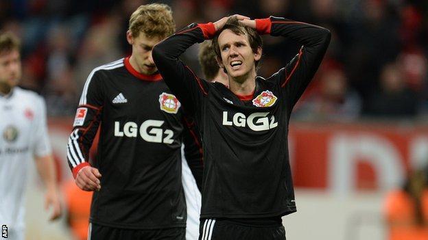 Bayer Leverkusen players look dejected after Bundesliga defeat against Eintracht Frankfurt